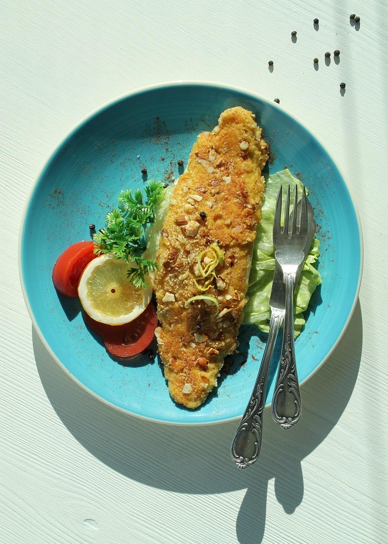 Pescetarier-Schnitzel in Mandel-Parmesan-Kruste